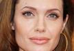 ريانا تنافس أنجلينا جولي في الأوشام باللغة العربية