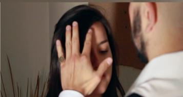 مقزز .. شخص من الطيبة قاد زوجته لممارسة الجنس مع آخر ليبتزّه بعد ذلك!