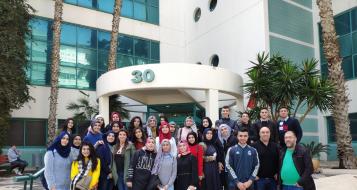 مجموعة من طلّاب مدرسة دار الحكمة الثانويّة أمّ الفحم يزورون شركة جوجل