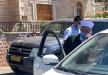 مئات المصلين يؤدون الجمعة على عتابات الأقصى واعتقال الشيخ عكرمة صبري