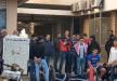 لبنان: معتصمون يفترشون الطريق أمام