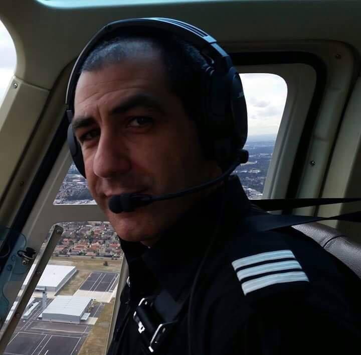 استهزأوا منه في صغره وأصبح مهندساً ناجحاً وقائد طائرة في أستراليا