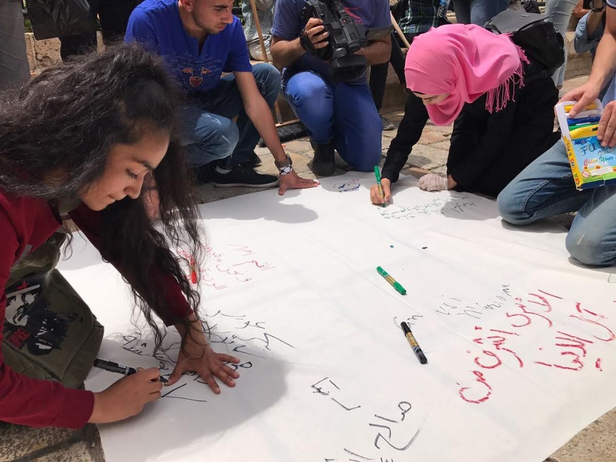 اعتقال فتاة وقمع فعالية مناصرة للأسرى في باب العمود