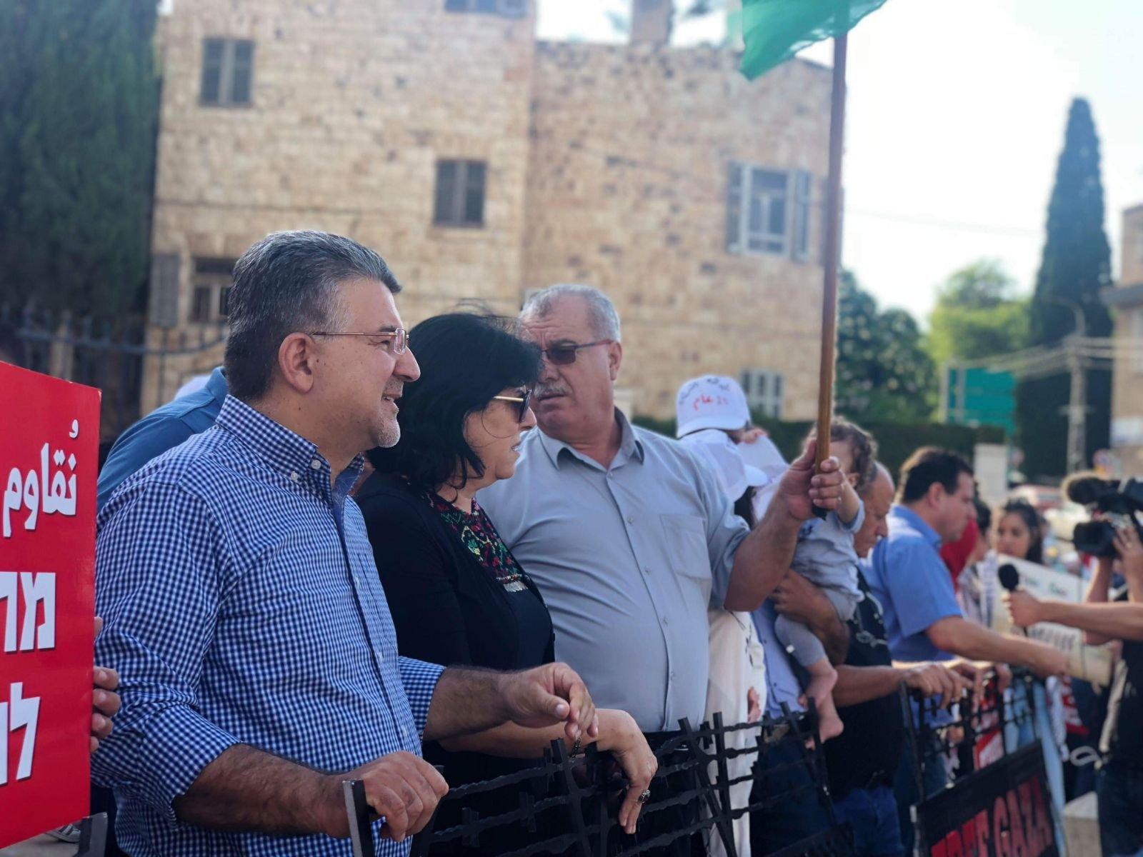 حيفا: انطلاق المظاهرة الأولى في حيفا بمشاركة العشرات