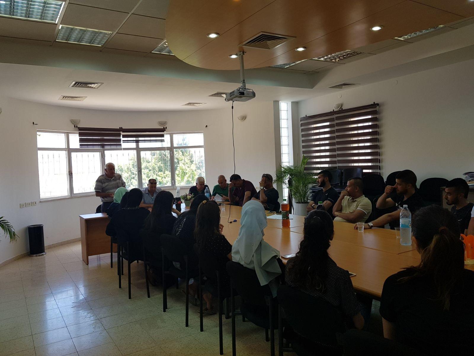 الشبلي أم الغنم: المجلس ومفعال هبايس .. توزيع 40 منحة دراسية لطلاب جامعيين