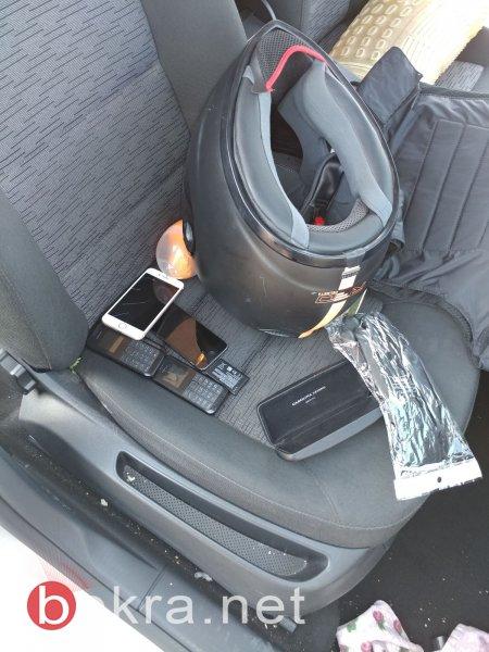 اعتقال ثلاثة مشتبهين بسرقة سيارة، والعثور على مسدس داخل اطار السيارة الاحتياطي