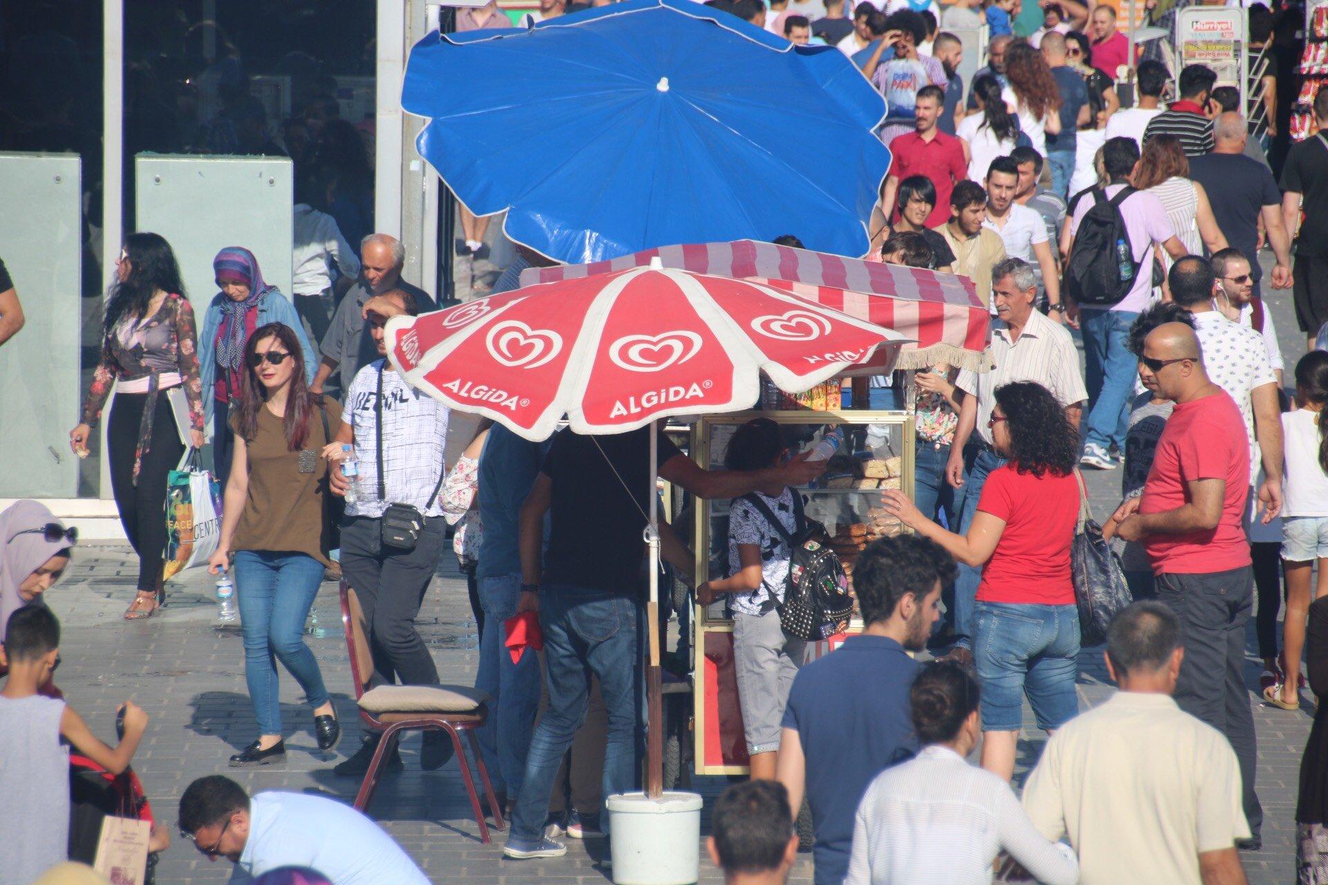 فلسطينيو الـ 48 يحتلون تركيا وحركة تجارية نشطة