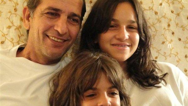 هشام سليم يوجه رسالة مؤثرة إلى ابنتيه