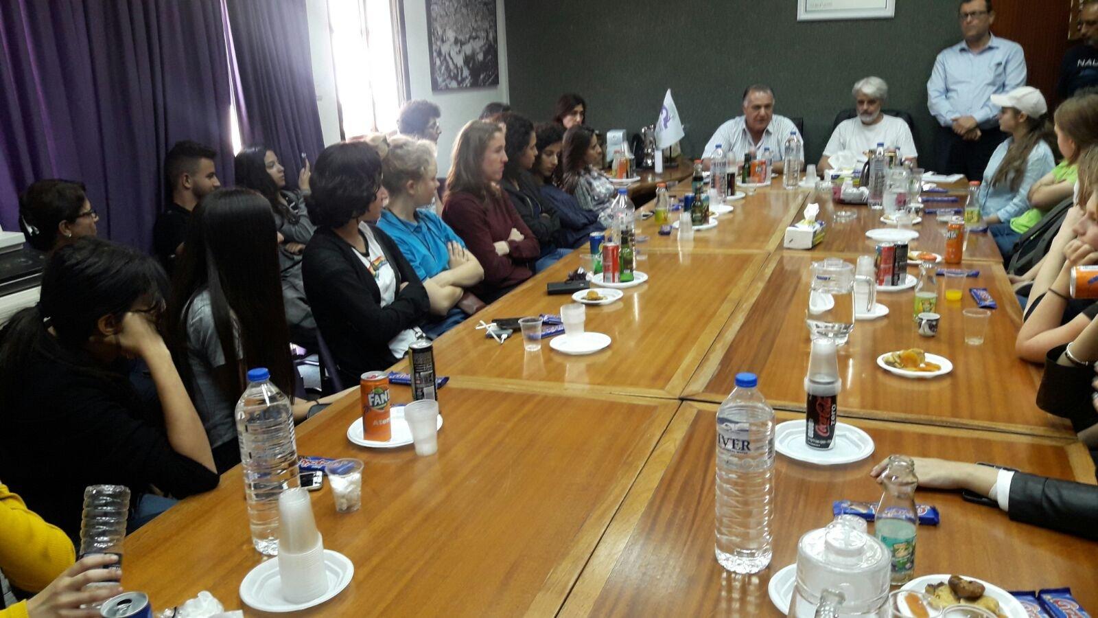 طلاب مدرسة مسار يستضيفون طلاب من السويد ويلتقون رئيس بلدية الناصرة