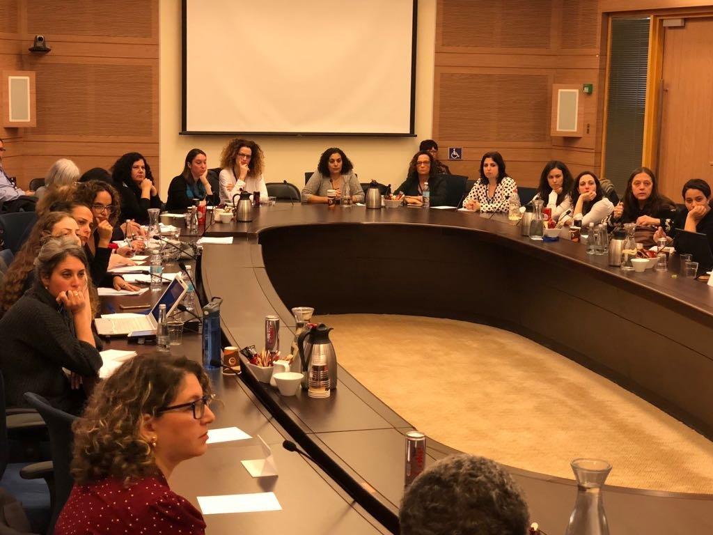محامية كيان في لجنة مكانة المرأة البرلمانيّة: التعامل مع وظيفة مسؤولات التحرش الجنسي في الحكم المحليّ، غير جديّ!