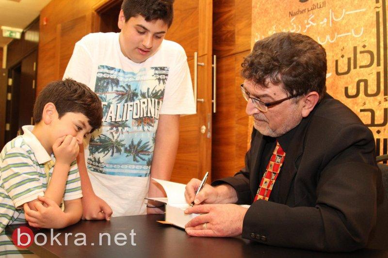 خالد جبران يوقع آذان إلى بحور العرب في متحف درويش