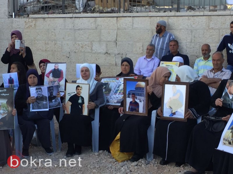 القدس: اعتصام لذوي الاسرى في الصليب الاحمر