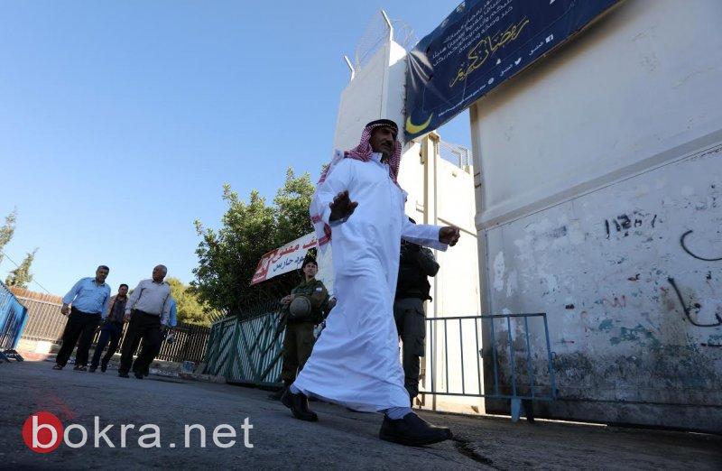 آلاف المواطنين يتوجهون للصلاة بالمسجد الاقصى في الجمعة الاولى من رمضان