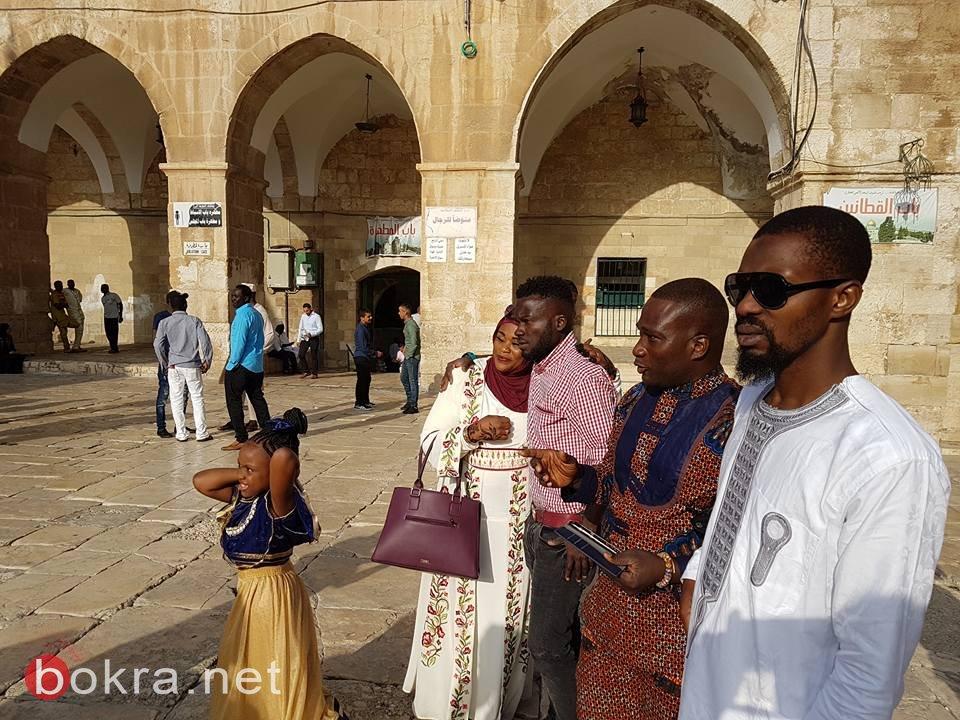 مسلمون من جنسيات مختلفة في المسجد الاقصى
