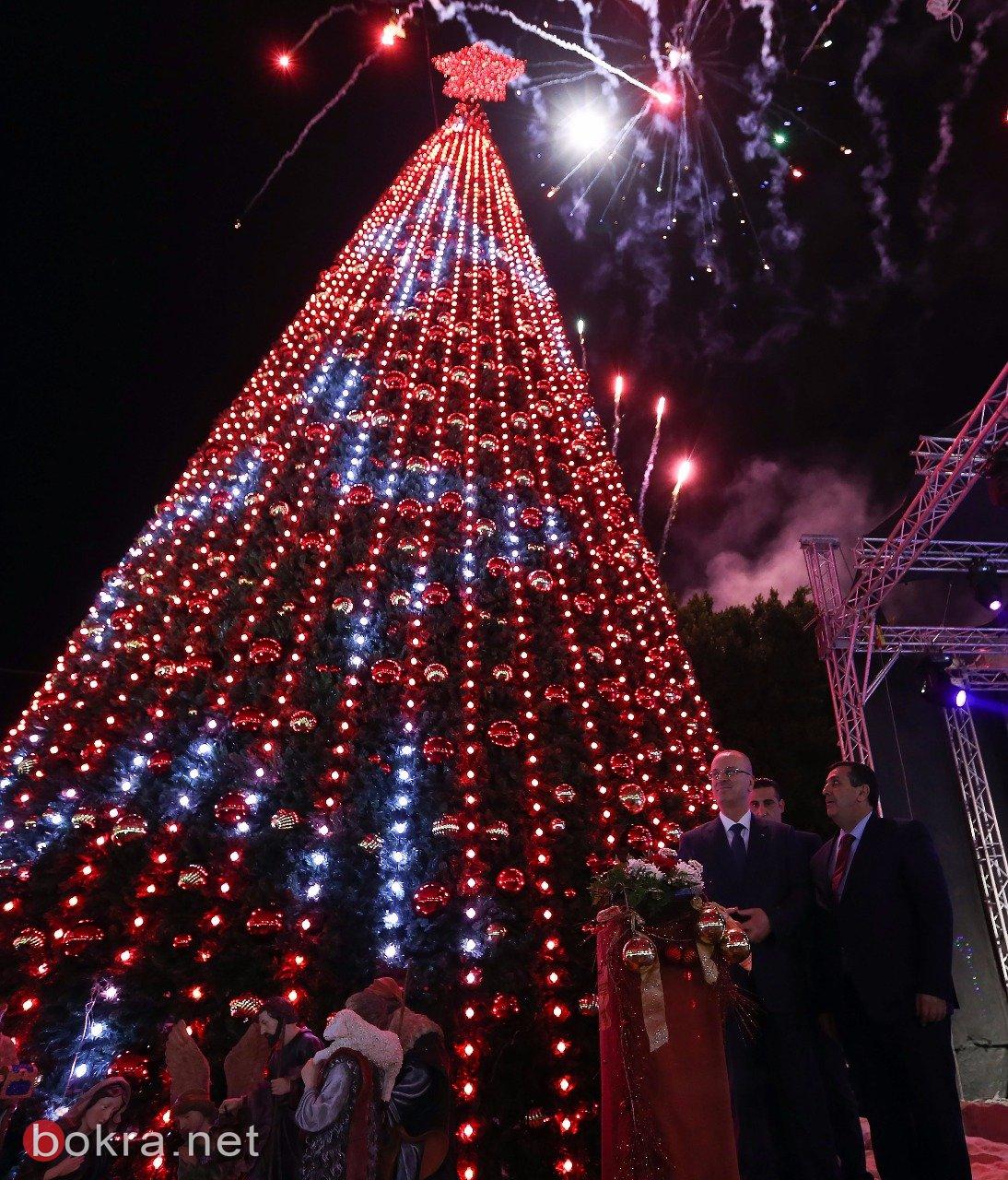 الحمد الله يضيء شجرة الميلاد في ساحة المهد
