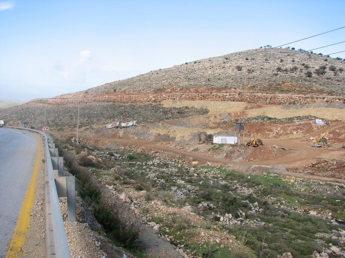 العليا تمنع سرقة اراضي فلسطينية لإقامة متنزه لمستوطنة نيلي