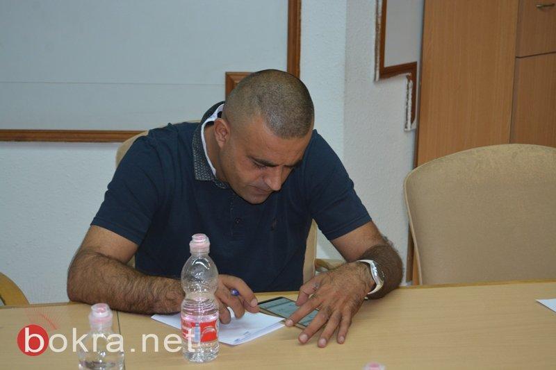 بلدية الطيرة تصادق على العديد من الأمور وتستنكر عملية قتل الشاب كرم سلطان
