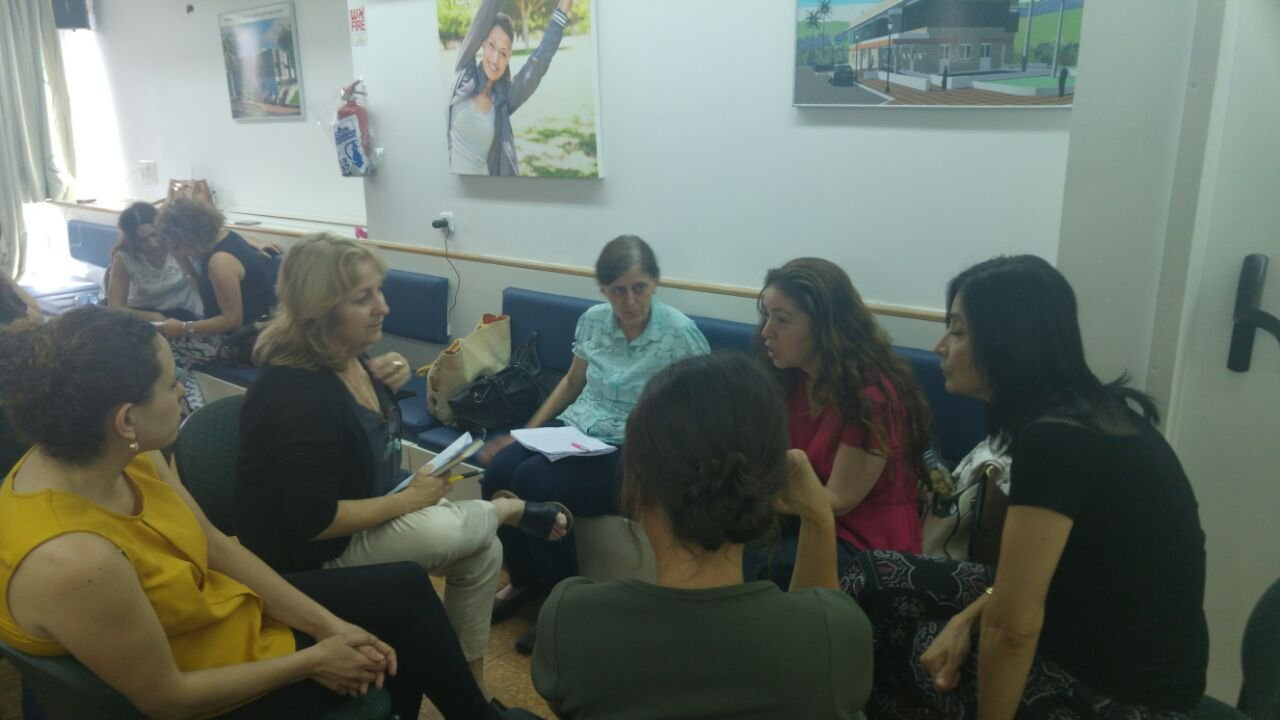 العاملون الاجتماعيون التابعون لكلاليت في لواء حيفا والجليل الغربي يحصلون على تأهيل بطريقة DBT لعلاج المصابين باضطراب الشخصية الحديّة