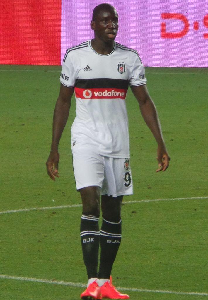 """اللاعب السنغالي """"ديمبا با"""" يدعو المسلمين لمساندة الروهينغا"""