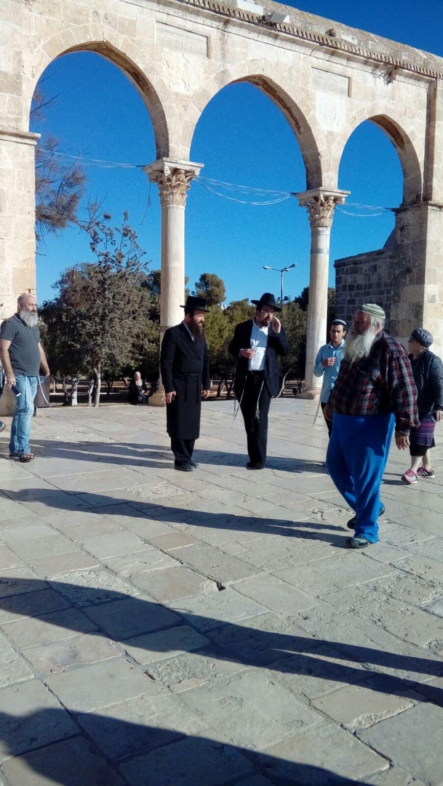 مستوطنون يصعدون إلى صحن قبة الصخرة بحماية الشرطة الاسرائيلية