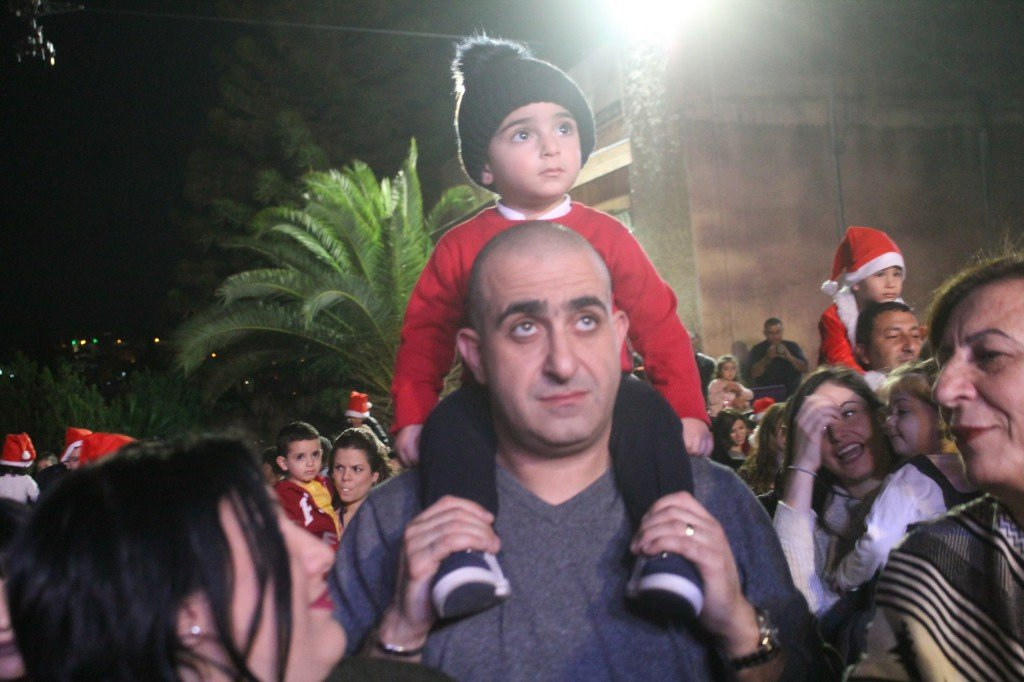 الناصرة تضيء شجرة الميلاد، بكرا يرصد الأجواء