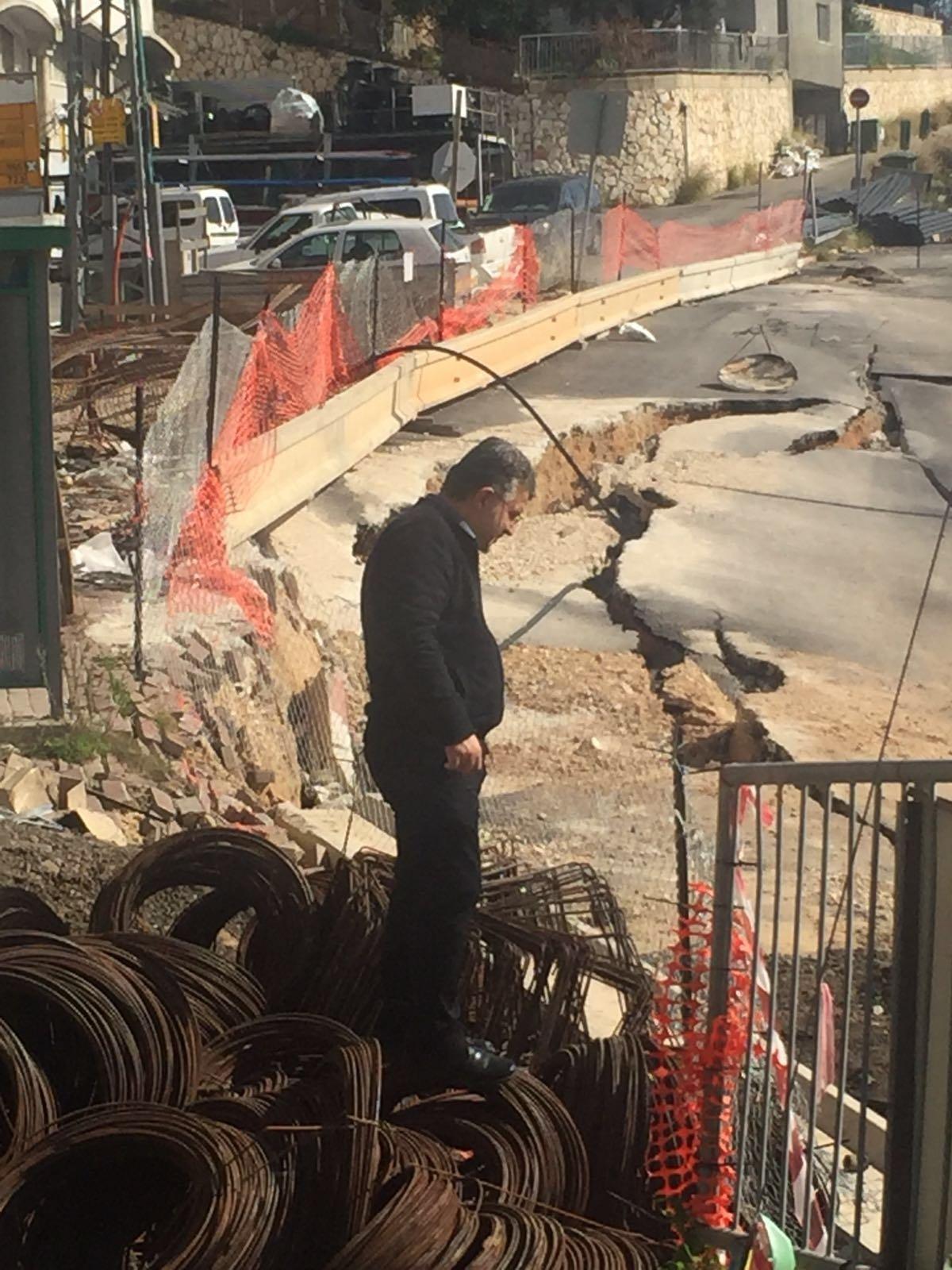 الناصرة: اخلاء عائلات من بيوتها والنائب جبارين يزور الحي ويطالب المسؤولين بإيجاد حلول فورية