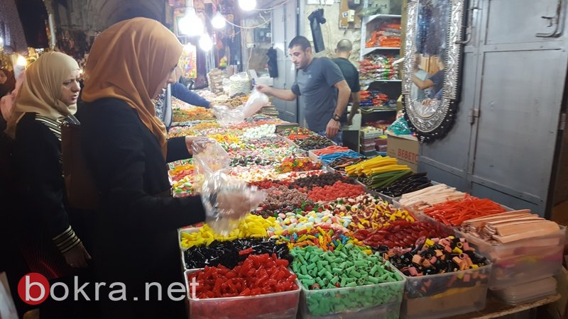 القدس: سوق القطانين يزدحم بالمتسوقين في شهر رمضان