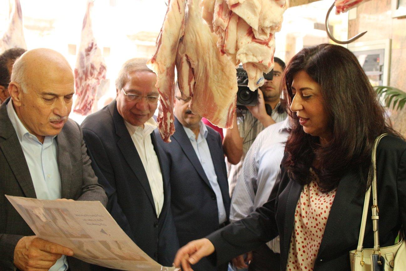 وزيرة الاقتصاد الوطني تتفقد أسواق محافظة نابلس