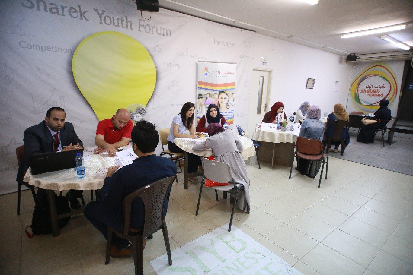 ملتقى فلسطين تعمل للتوظيف يوظف 40 خريج وخريجة من كافة التخصصات الجامعية في شركات ومؤسسات القطاعين الخاص والأهلي