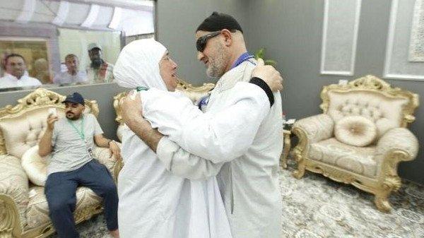 """فيديو- بعد فراق 15 عاما.. """"الحج"""" يجمع فلسطينية بشقيقها"""