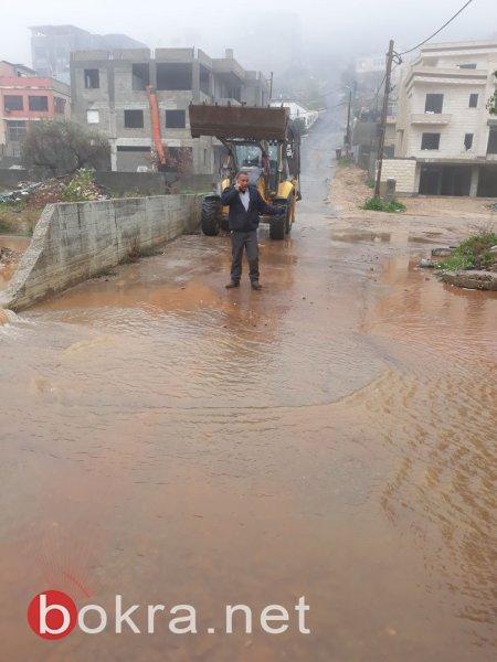 شوارع تغرق في قلنسوة ودير حنا وغيرها، أشجار تسقط في تل أبيب وعسفيا وثلوج بجبل الشيخ ..