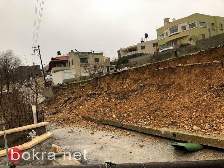 أعمدة وأشجار تتساقط .. إغلاق شوارع في مناطق مختلفة وبلطف الله لم تقع كارثة في بيت جن
