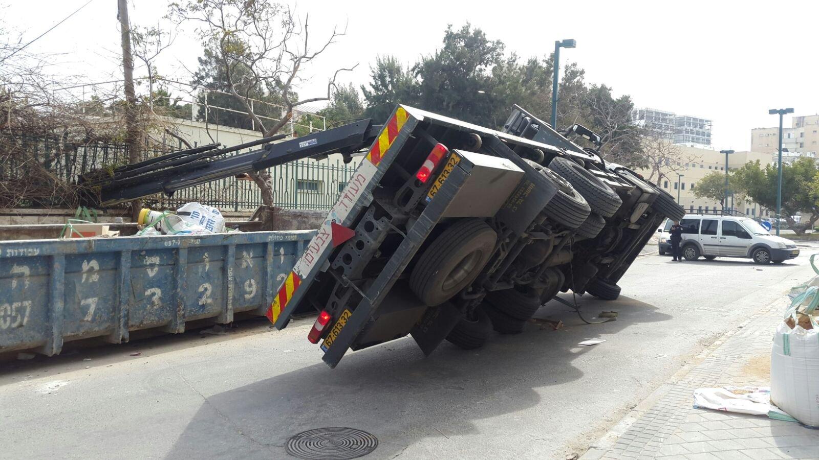 إصابات متفاوتة بعدد من حوادث الطرق والعمل في البلاد