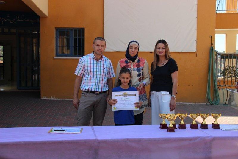 مدرسة ابن رشد عرابة تقطف ثمار عملها الدؤوب وتكرم أبناءها