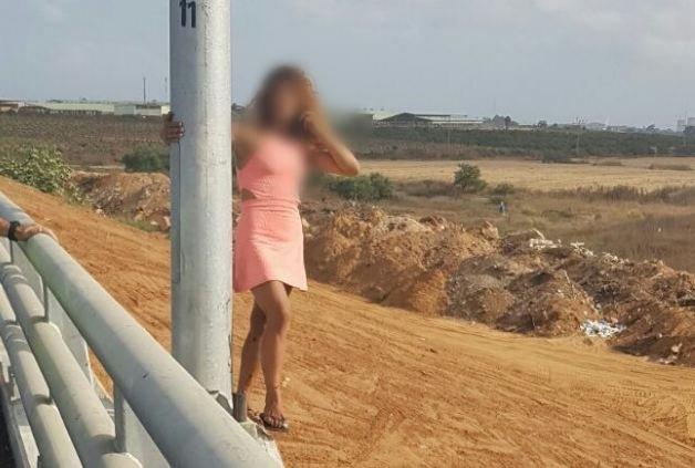 بالصور: شابة تحاول الانتحار قفزًا عن جسر في مركز البلاد