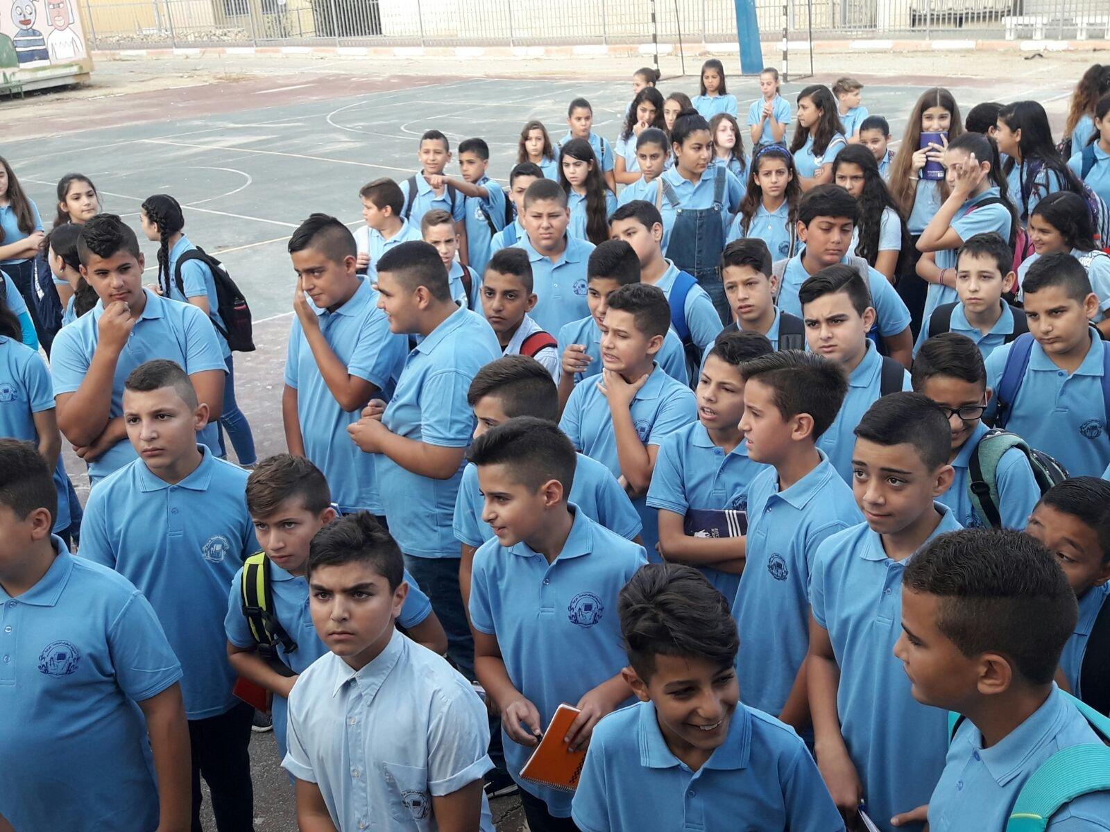نحو 100 تلميذ في البطوف الشاملة بدون مقاعد دراسية