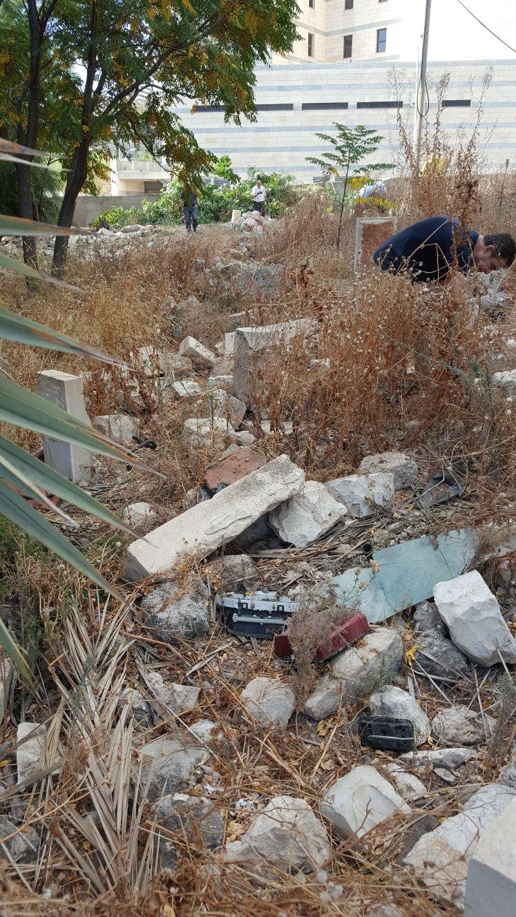 متولو وقف حيفا في يوم عمل تطوعي في مقبرة الاستقلال ولائحة اتهام!