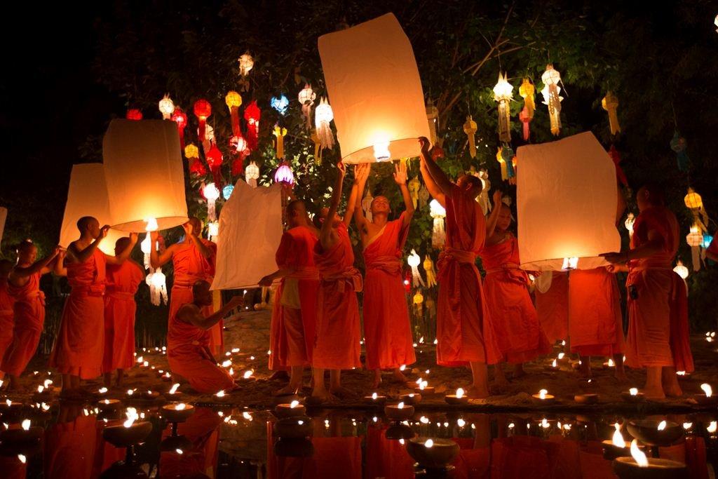 بالصور مهرجان لوي كراثونغ في تايلاند
