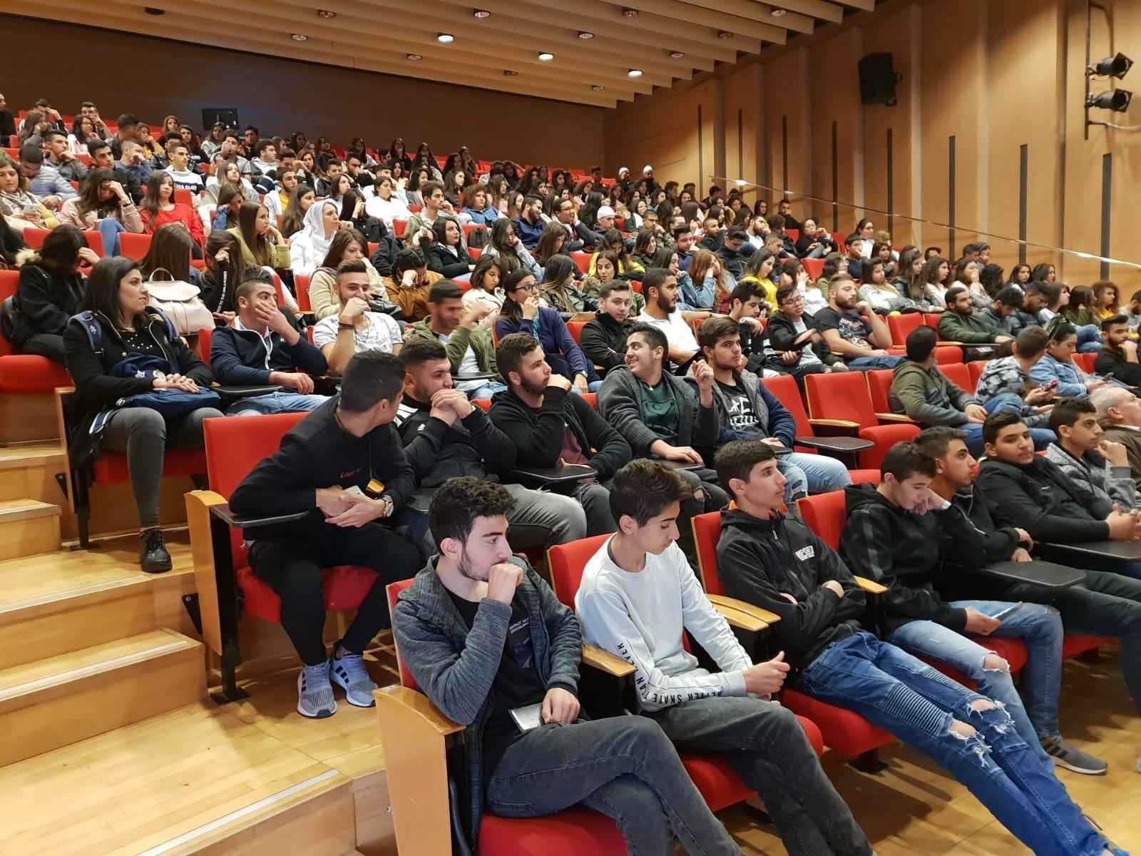 كلية تل حاي تستضيف 300 طالب ثانوي من قرى الجليل ضمن برنامج رواد