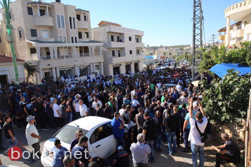 الآلاف في كفر قاسم يشيّعون جثمان الشهيد محمد طه