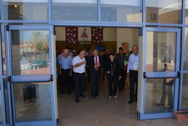 رئيس بلدية الطيرة يتفقد المدارس الإعدادية، ويشارك في الأجواء الاحتفالية المرافقة لافتتاح العام الدراسي الجديد