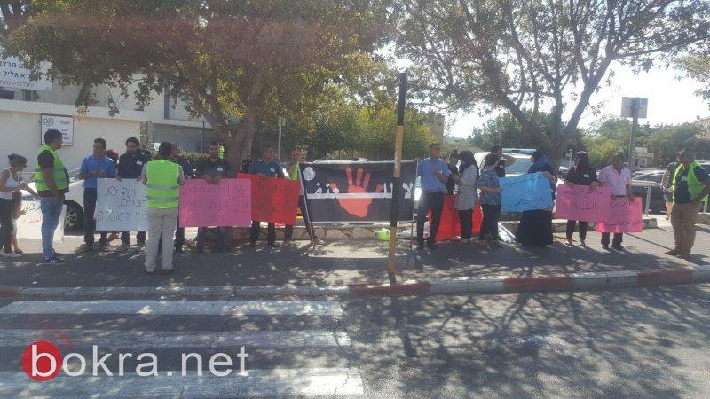 للأسبوع الثالث على التوالي .. وقفة احتجاجية ضد العنف والجريمة أمام شرطة كرميئيل