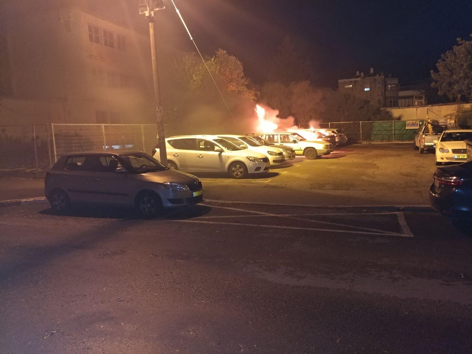 ليلة ساخنة رغم المنخفض الجوي: إطلاق نار على منزل مديرة مدرسة بسخنين .. إحراق سيارات وإطلاق نار ببلدات أخرى