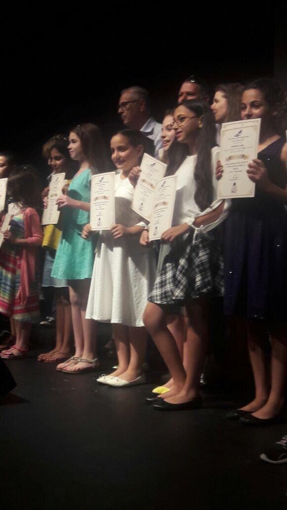 الطالبة سارة رمزي علي تفوز بجائزة الكتابة الابداعية باللغة العبرية
