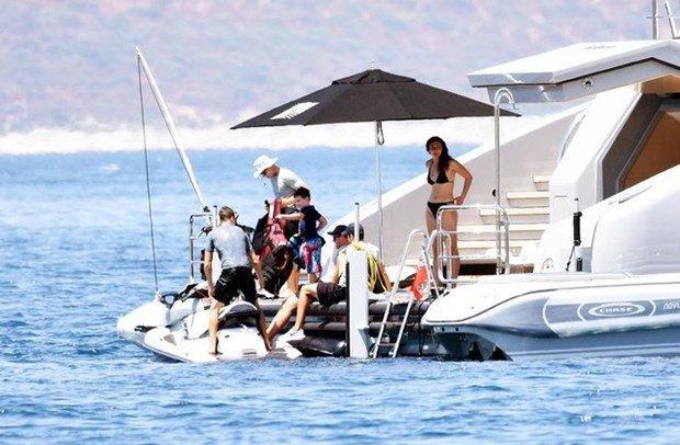 فيديو: أميرات وأمراء سعوديون بملابس البحر على يخت في تركيا…
