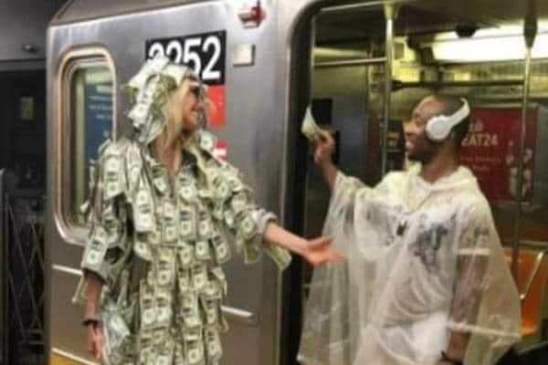 عارضة أزياء تساعد الفقراء بهذه الطريقة الغريبة