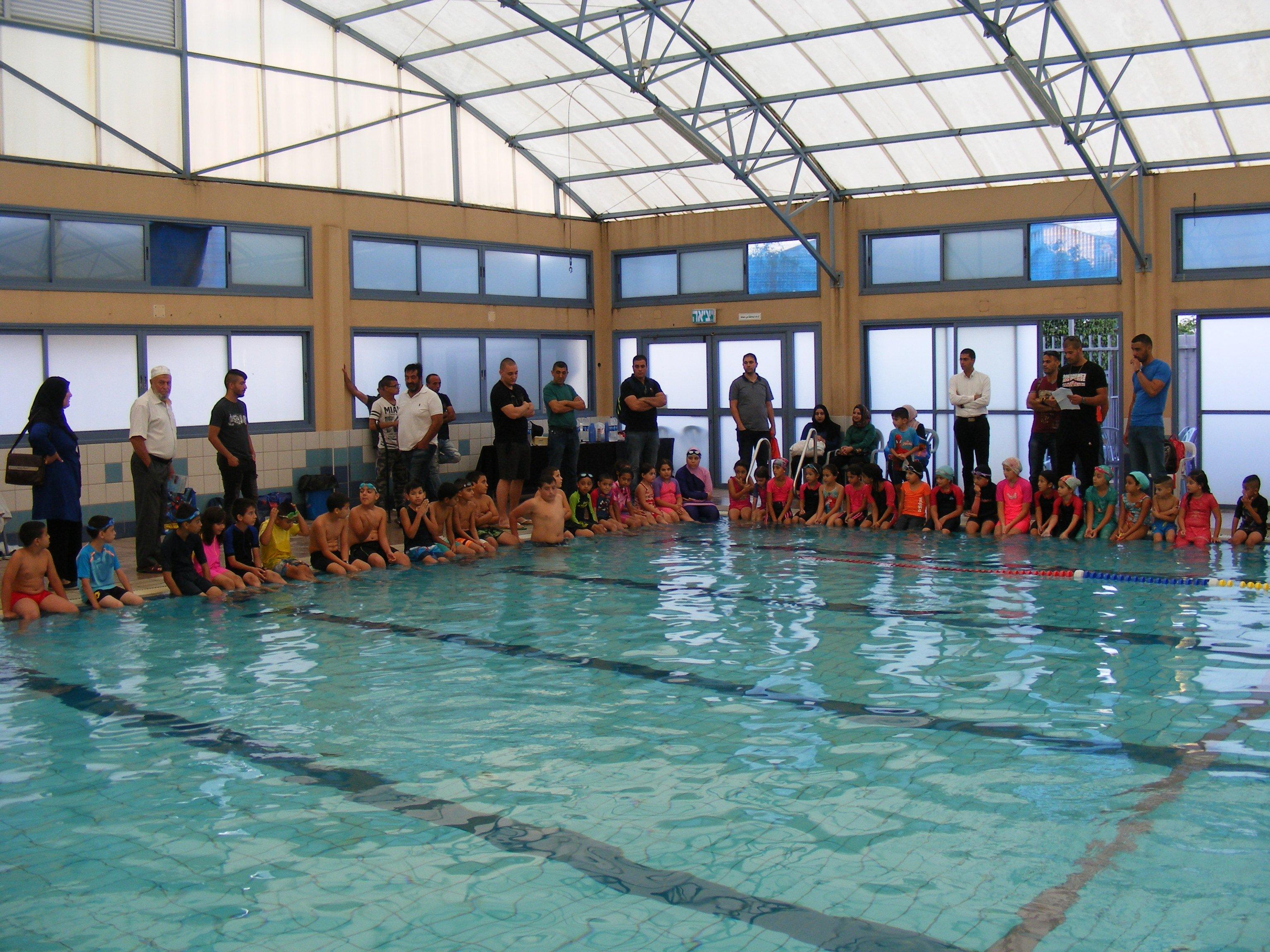 مشاركة واسعة بدوري السباحة في منتجع الواحة