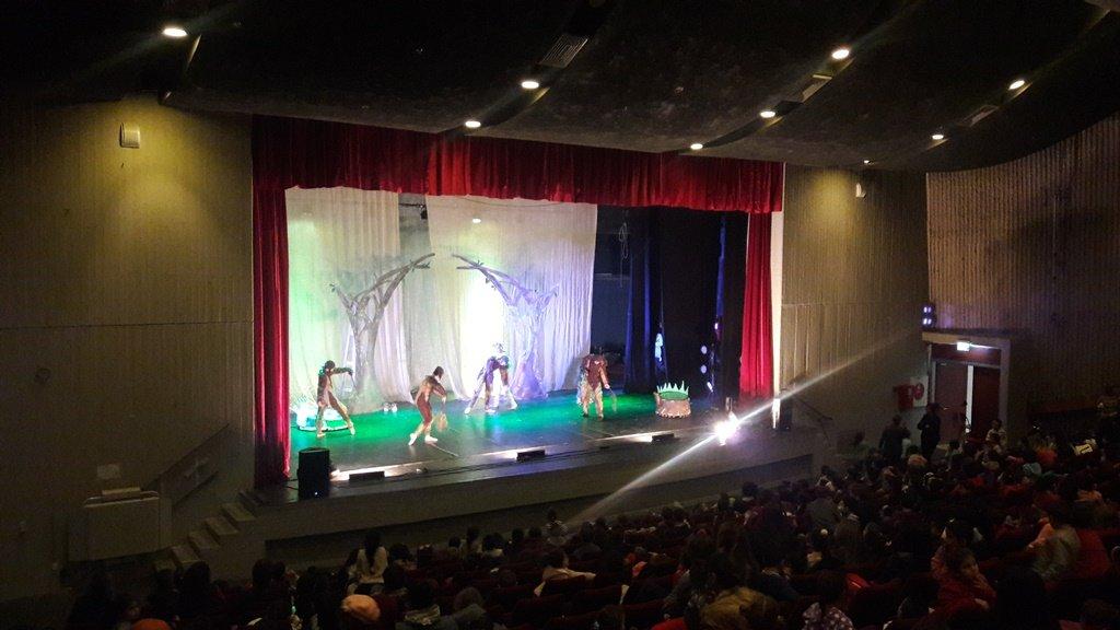 ضمن السلة الثقافية في بلدية شفاعمرو: أكثر من ألف طفل شفاعمري يشاهدون مسرحية أسطورة الشجرة الصغيرة