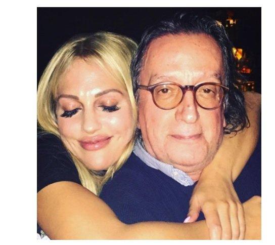مريم أوزرلي تنشر صورة جديدة لها مع والدها
