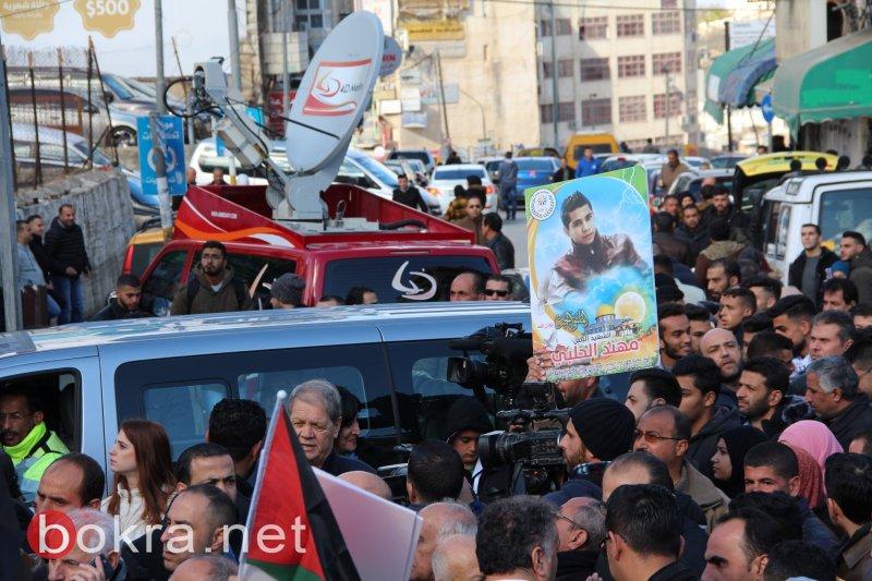مسيرة حاشدة ومواجهات وسط رام الله وبيت لحم مع الاحتلال احتجاجا على قرار ترامب